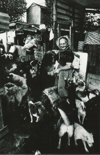 La Signora Craia (in primo piano)</br>e la sua collaboratrice Signora Lina Sapone  nella metà degli anni '60